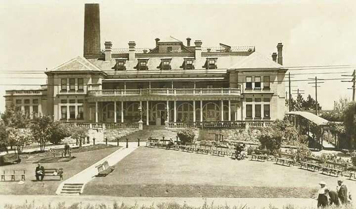 Carrington Hotel in Katoomba (year unknown).