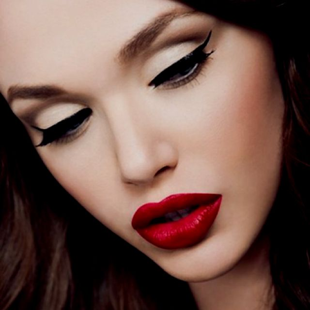 i love those HUGE lips!!: Red Lipsticks, Catey, Make Up, Cat Eye, Eyeliner, Makeup Looks, Pinup, Pin Up,  Lips Rouge