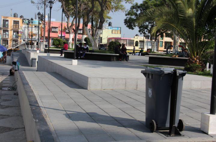 Llegan a Zacatelco nuevos contenedores de basura