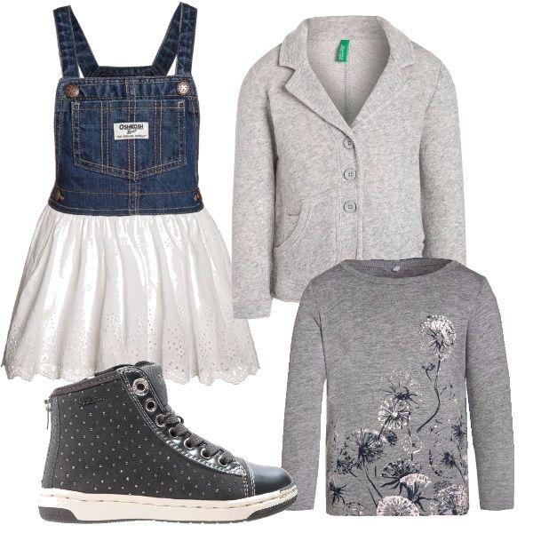 Maglietta grigia manica lunga con disegno di soffioni, pettorina in jeans con gonna bianca, scarpine grigie con pois brillanti e giacchetta grigia con tasche.