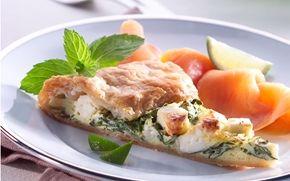 Butterdejsstænger med spinat Butterdej, spinat, hvid ost og røget fisk er en skøn smagskombination.