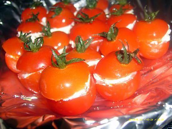 La meilleure recette de Petites tomates cocktail au boursin (apéro frais)! L'essayer, c'est l'adopter! 4.8/5 (9 votes), 2 Commentaires. Ingrédients: 1 barquette de tomates cerise cocktail, 1 boursin ail et fines herbes, poivre.