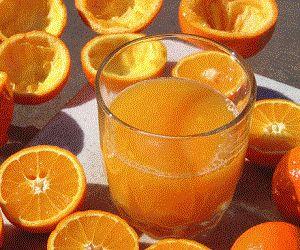 Диетологи объяснили пользу апельсинового сока для завтрака http://ukrainianwall.com/health/dietologi-obyasnili-polzu-apelsinovogo-soka-dlya-zavtraka/  Апельсиновый сок идеален для завтрака. Об этом свидетельствуют данные исследования ученых из Университета Буффало. По словам специалистов, чашка кофе или чая на завтрак - неверный выбор, идеальный вариант - апельсиновый