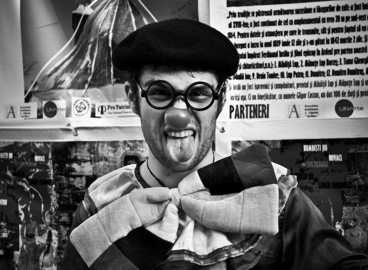 The Culture este cea de-a treia categorie a blogului inaugurată săptămâna aceasta.  Ceea ce urmează să citești este povestea unui actor care nu a făcut nimic altceva decât să-și urmărească pasiunea. Indiferent de obstacolele întâlnite în cale. Nu este o poveste scurtă dar este exact așa cum a fost trăită. http://booksvinylsandrocknroll.wordpress.com/2014/10/31/munca-actorului-cu-sine-insusi-si-societatea-din-jurul-sau/ Photo credit: Marta Popescu