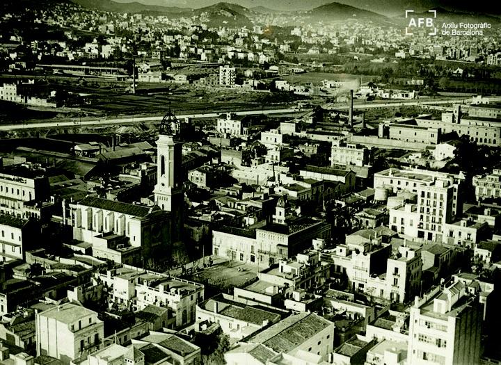 Barri de Les Corts, amb la parròquia del Remei a la plaça de la Concòrdia. La foto és de l'any 1925.