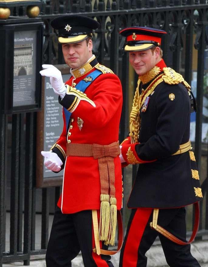 Welches Dieser Drei Outfits Wird Prinz Harry Wohl Bei Seiner Hochzeit Tragen Bei Dieser Drei H Prinz William Und Kate Prinz Harry Hochzeit Prinz William