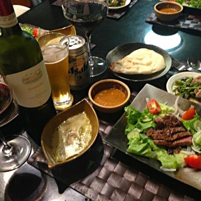 牛ステーキサラダ。 空芯菜と鳥肉のナンプラー炒め。 キーマカレーとイエローカレーはレトルトですが、美味しいのです〜(^ー^)ノ - 9件のもぐもぐ - カレーナン by 橋本めぐみ