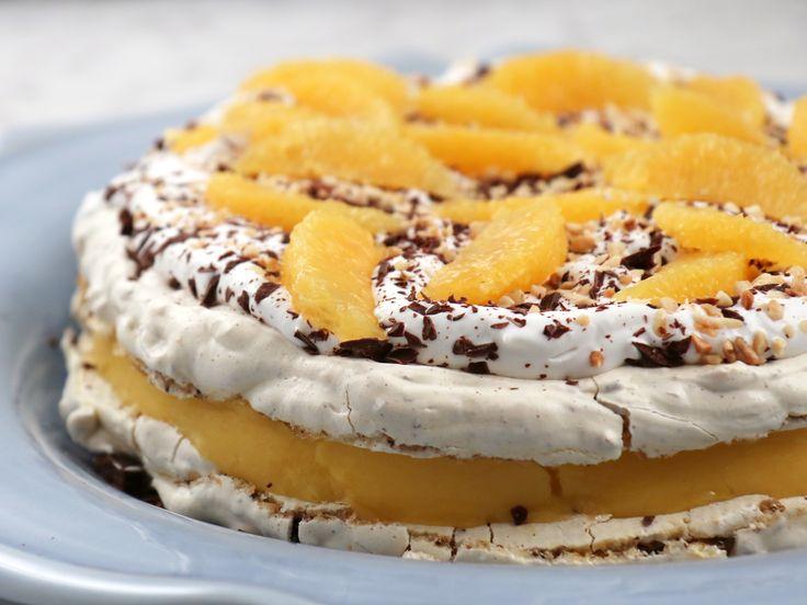 Jultårta med hasselnötsmaräng och mangosorbet   Recept från Köket.se
