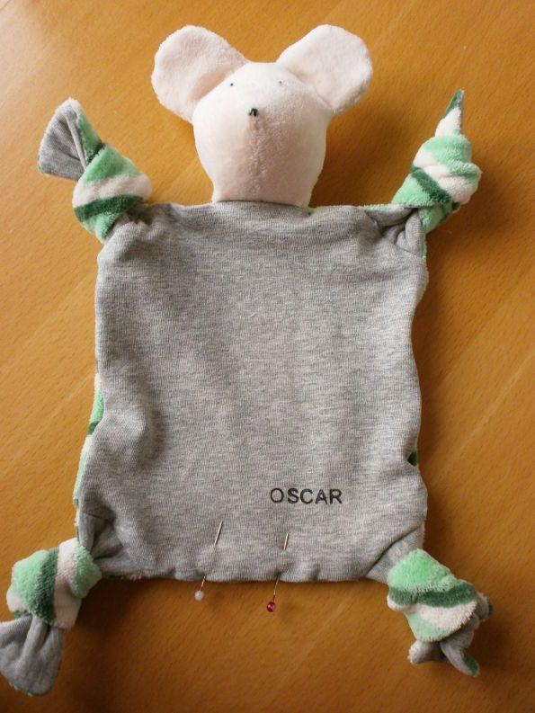 Nähanleitung für Nähanfänger und gratis Schnittmuster für ein Baby-Schnuffeltuch/Schmusetuch - tolles Geschenk zur Geburt, wenn man es mit dem Namen personalisiert