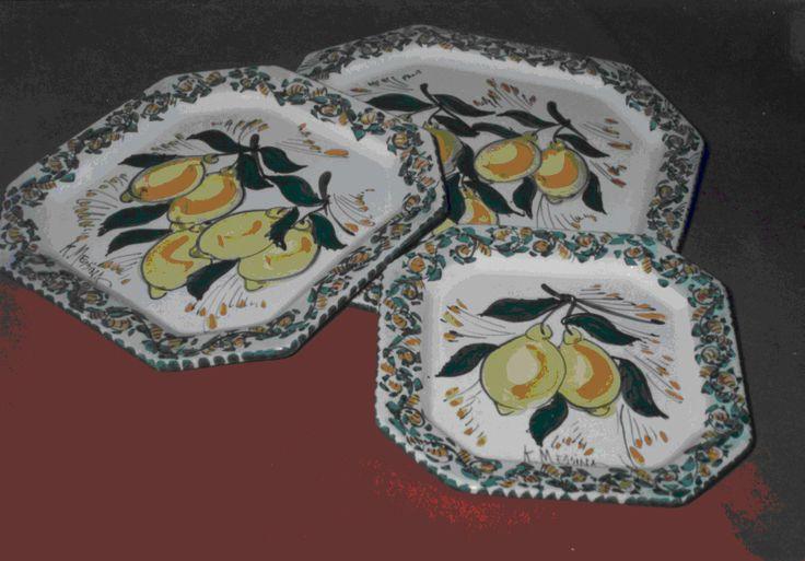 piatti ottagonali in ceramica realizzati e decorati a mano ( 3 misure ).