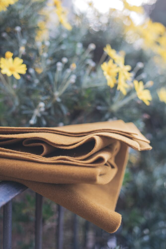 Our felt never looked so bucolic!  This felt can be used as a traditional felt (cut, sewn, glued ...) but can also be exploited for its thermoformability.  http://www.dhgshop.it/prodottisch_eng.php?mac=7&cat=19&rep=4&