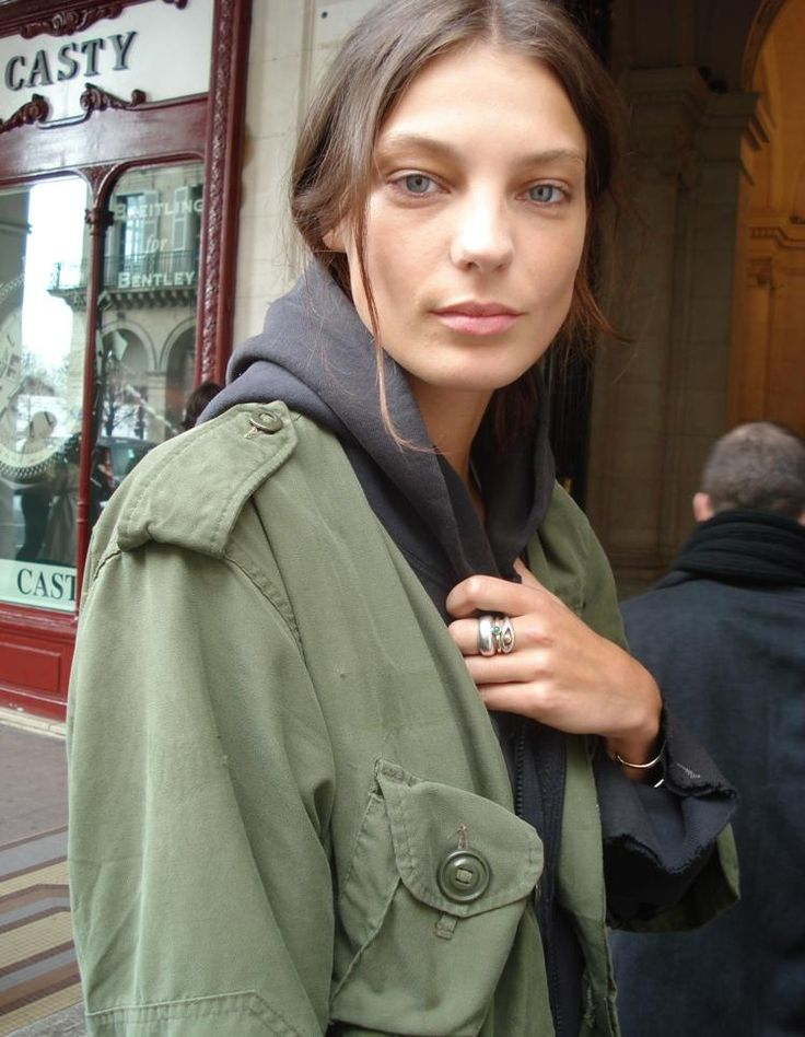 daria werbowy#military green jacket#street style#hair