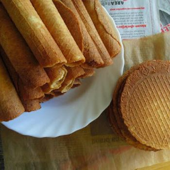 """Dutch """"kniepertjes"""" .. I bought the waffle iron, let's see if I can make these myself this year =)"""