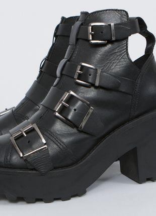 Kup mój przedmiot na #vintedpl http://www.vinted.pl/damskie-obuwie/botki/7874110-skorzane-buty-na-platformie-topshop-agra