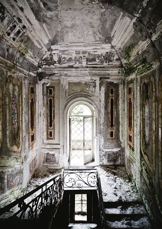 abandoned villa in the north of Italy. wow :) Thomas Jorion -for his gallery series, entitled Forgotten Palaces