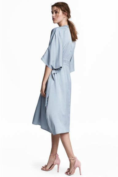 Атласное платье-кафтан Модель