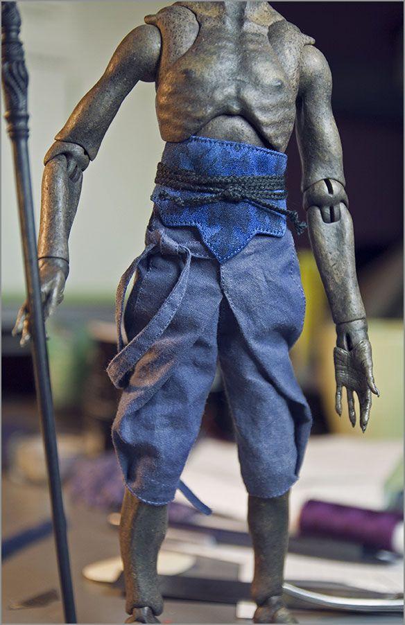 Шарнирная кукла из модифицированного папье-маше. Автор - Шабурова Ксения. (фото сделано в процессе работы над куклой; одежда для демона)