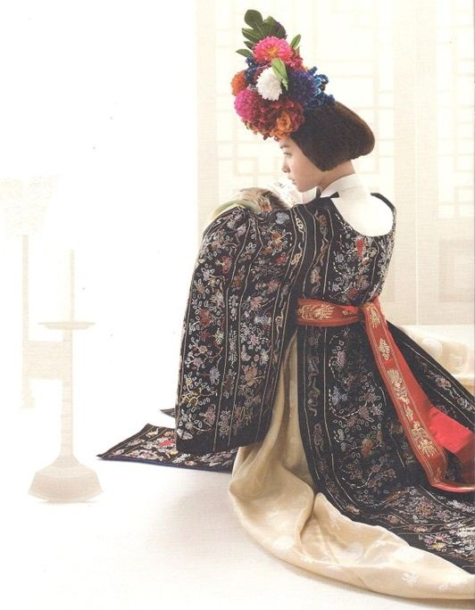 Modern Fusion 한복 Hanbok / Traditional Korean dress
