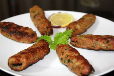 How to make Vegetarian Seekh Kabab -  Ingredients:Spinach - 100 gms, pureedFenugreek Leaves - 100 gms, pureedChana Dal - 1/4 cup, boiledPotatoes - 1/4 cup, boiled, mashedGreen Chillies -