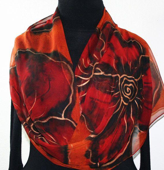 Foulard en soie peinte à la main. Terre cuite orange, rouge, noir mousseline de soie châle FLEURS en BRONZE. Grande taille 14 x 72.  Cadeau d'anniversaire fait à la main