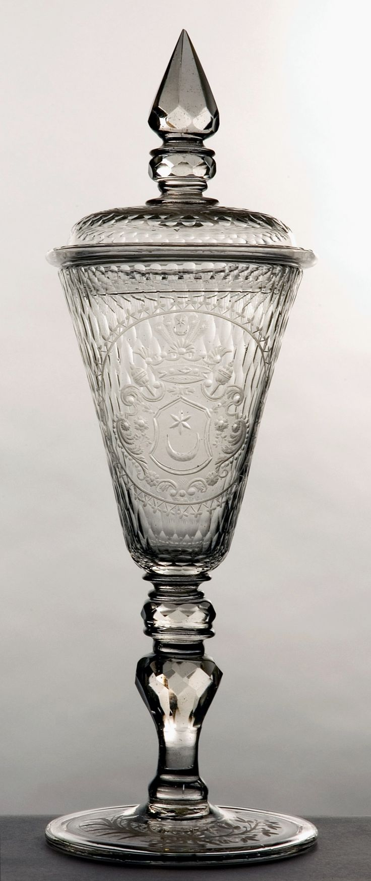 Goblet with coat of arms of Hetman Adam Mikołaj Sieniawski (Leliwa) by Crystal glass works in the Lubaczów district, 1718-1726, Muzeum Pałacu Króla Jana III w Wilanowie
