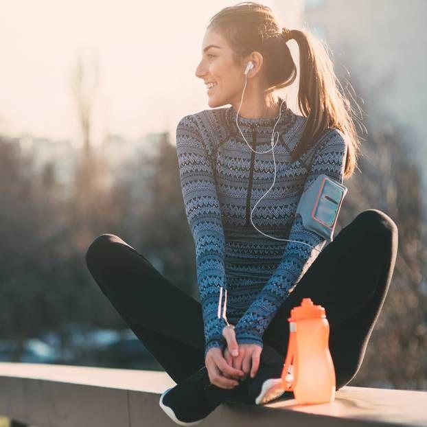 """Es ist zu kalt, zu nass, zu dunkel: Es gibt zahlreiche """"Argumente"""" gegen Sport. Doch egal, wie unsportlich du auch sein magst – diese 6 Tipps kitzeln deinen Ehrgeiz hervor."""