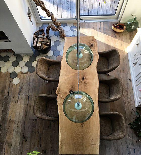 massivholztisch baumtisch aus eichenholz unverleimt aus einem st ck. Black Bedroom Furniture Sets. Home Design Ideas