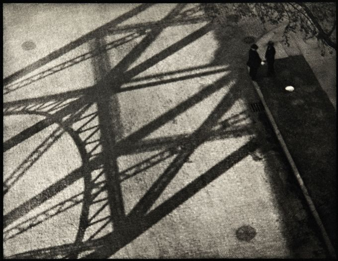 strand_ny_bridge_shadow.jpg 680×525 pixels