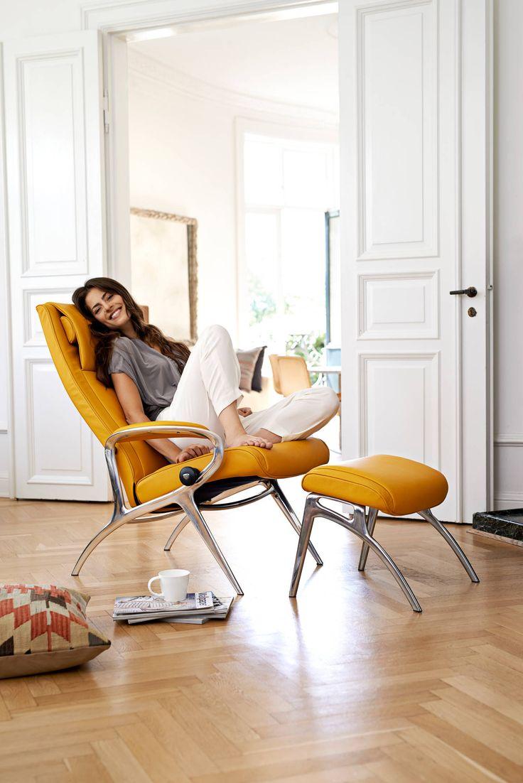 Mein Nachmittag gehört nur mir... be happy.  Stressless® YOU James Relaxsessel mit Fußhocker in der Ausführung Leder 'Cori' Mustard