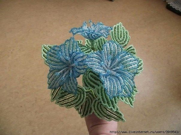 МК Цветок из бисера