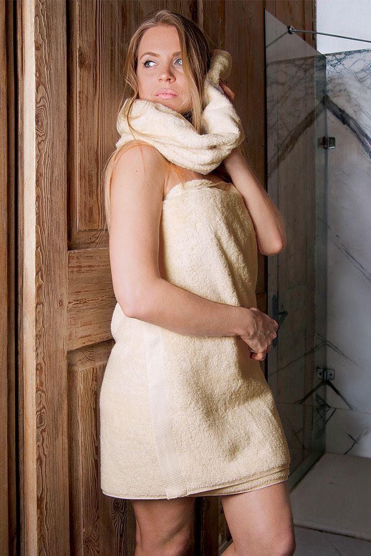 """Das Duschtuch """"Gradito"""" beschert Dir das angenehme Gefühl flauschiger Bio-Baumwolle. Tu Deiner Haut etwas Gutes. Ob bei einer Dusche im eigenen Bad oder in der wohlverdienten Sauna am Abend."""