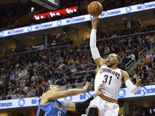 Nov. 24, 2014:Cavaliers forward Shawn Marion soars