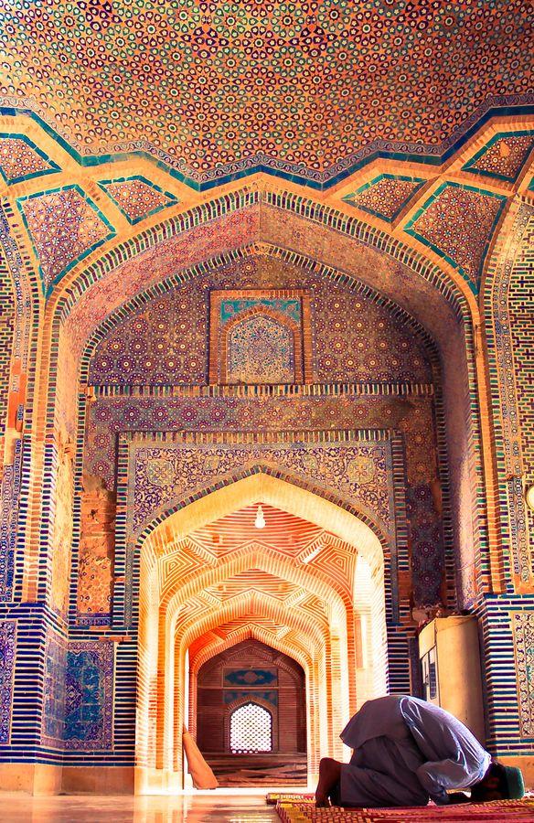 man at prayer, shah jahan mosque, thatta, pakistan | mughal period islamic architecture