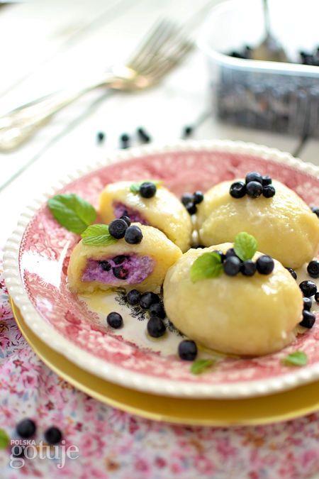 Knedle z serem i jagodami