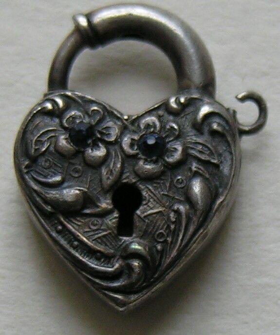 1000 ideas about heart lock tattoo on pinterest key heart tattoos heart locket tattoos and. Black Bedroom Furniture Sets. Home Design Ideas