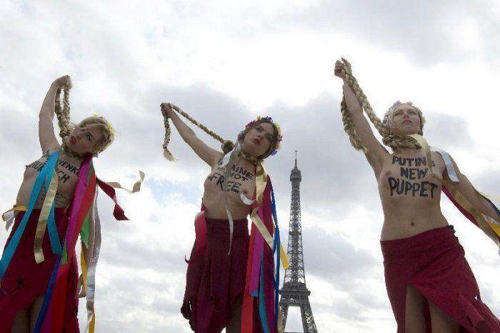 """Femen contro la Timoshenko: """"Un altro burattino della Russia"""""""