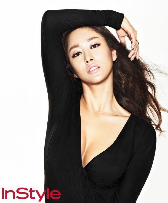 Jeon Hye-bin shows off sexy body through collection @ HanCinema :: The Korean Movie and Drama Database