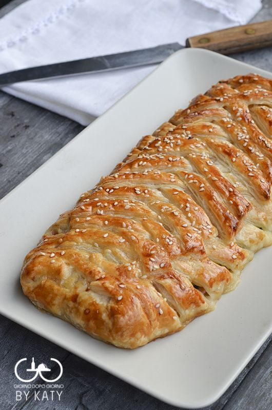 Strudel con zucchine, cotto e formaggio filante | Giorno dopo giorno