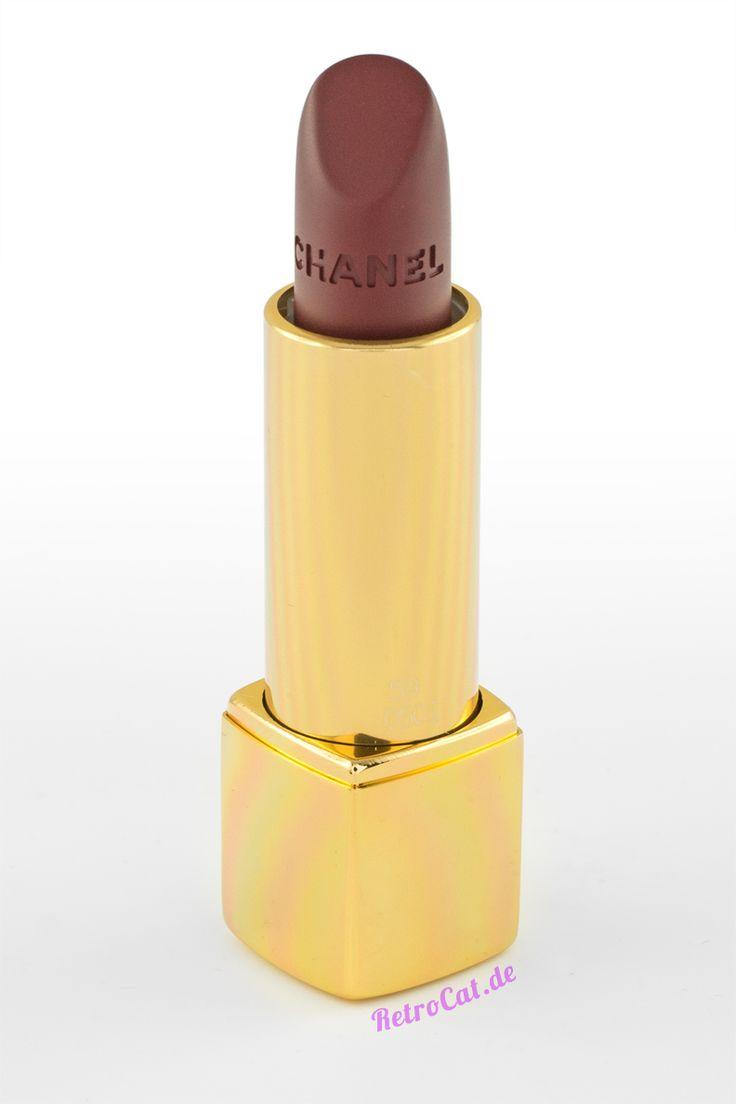 Ein dunkelroter Lippenstift auch Chanels Herbstkollektion 2016
