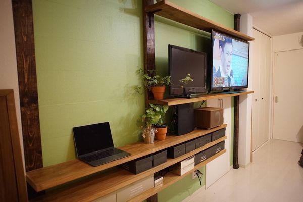 ディアウォールでテレビをスッキリ壁付け。穴をあけずに柱をDIY | iemo[イエモ]