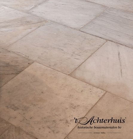 Marmerere carrera tegels. Vloeren, Floor, Tegels, marmer tiles, oud, old, antiek, antique, interieur, interior. Oude bouwmaterialen afkomstig van 't Achterhuis.