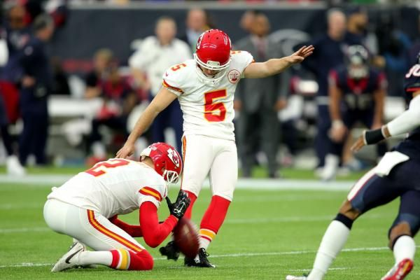 The Chicago Bears signed kicker Cairo Santos and waived kicker Connor Barth.