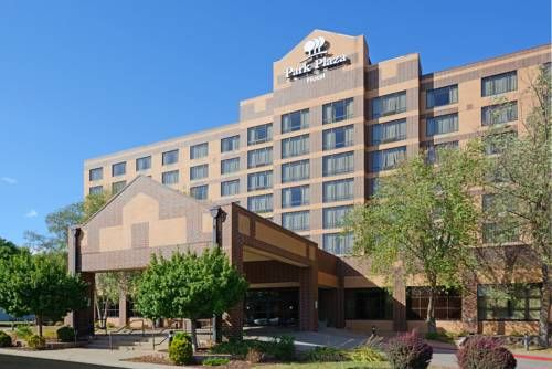 Park Plaza Hotel Bloomington Bloomington (Minnesota) This Bloomington, Minnesota hotel is located off Interstate 494 and offers an airport and Mall of America complimentary shuttle. This completely smoke-free hotel features a hot tub and indoor pool.