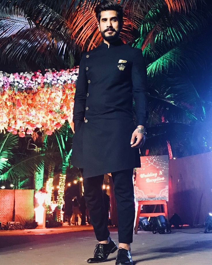 Men's kurta fashion    men's kurta   man in all black