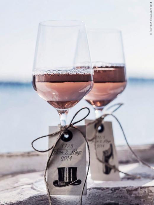 Skål för brudparet! IVRIG glas och HISTORISK etikett.