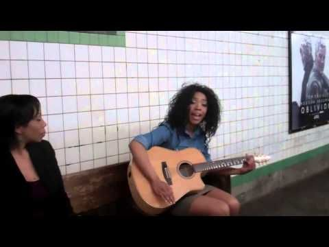Unque Music, Three girls singing in the subway, Beatiful Voice