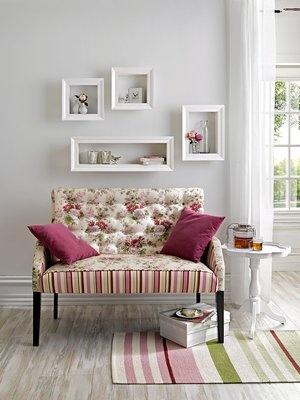 #HeineShoppingliste Bank im modernen Landhaus-Look, Beistelltisch, Wandrahmen, Teppich