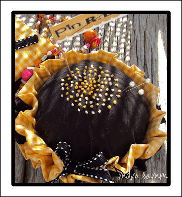 cute pin cushion: Sunflowers Pincushions, Blake Design, Pincushions How To, Pin Cushions, No Sewing Projects, Nõelapadjad Pincushions, Rbd Pincushions, French Knot, Cut Corner