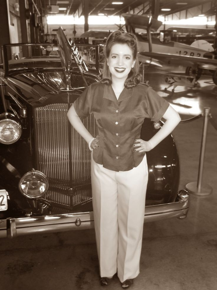 A vintage 1940s outfit and antique 40s car!