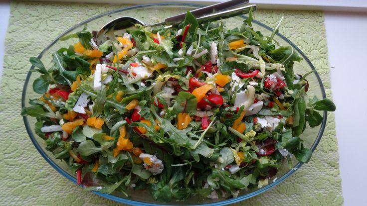 Fris en pittig tegelijk. Heerlijk deze salade met blauwschimmel geitenkaas. Recept op http://www.coachinge.nu/salade-met-blauwschimmel-geitenkaas/
